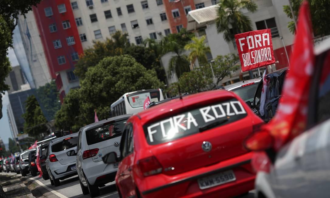 Carreata passa pela Avenida Presidente Vargas, no Centro do Rio Foto: RICARDO MORAES / REUTERS
