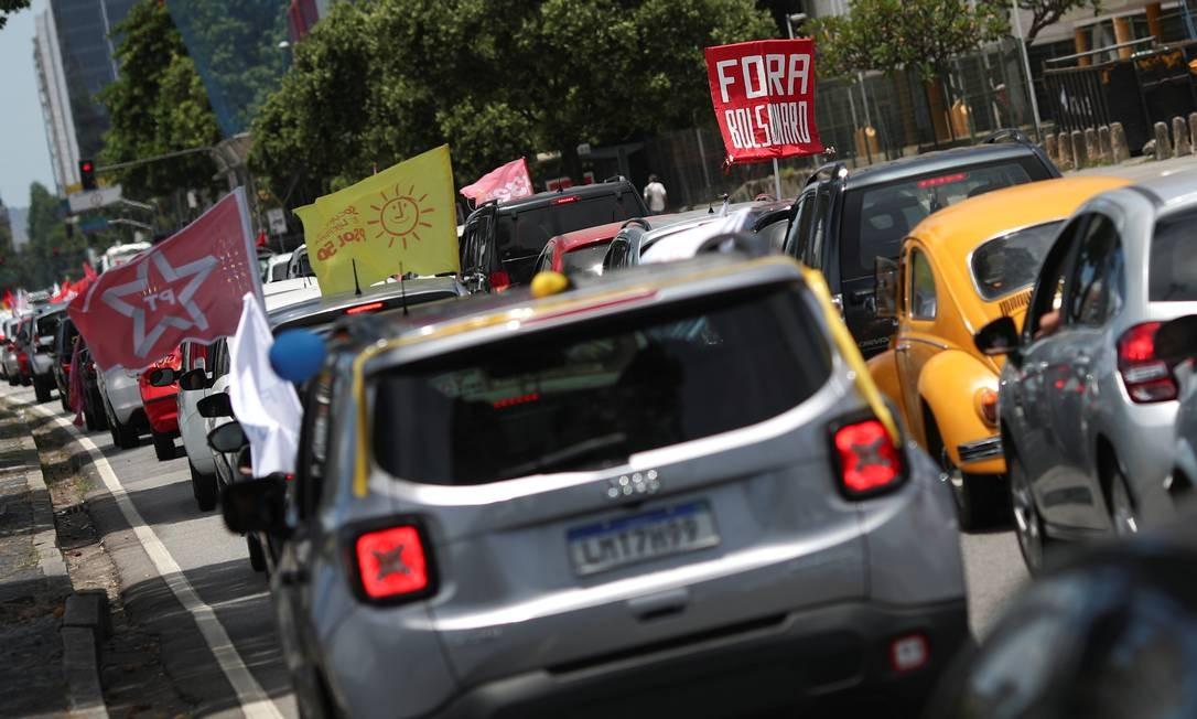 Carreata pede a saída do presidente Bolsonaro, devido ao fracasso no combate à pandemia da Covid-19 Foto: RICARDO MORAES / REUTERS