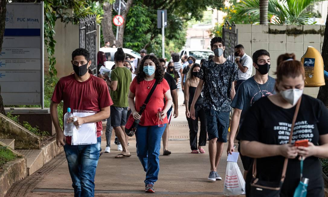 Movimentação dos participantes do Enem 2021, no campus da PUC na cidade de Belo horizonte, no dia 17 de janeiro Foto: FramePhoto / Agência O Globo