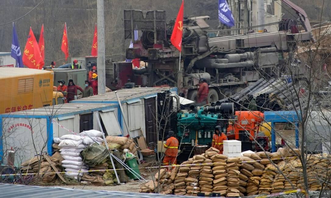 Equipes trabalham em mina de ouro em Hushan, na China Foto: ALY SONG / REUTERS