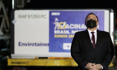 O ministro da Saúde, Eduardo Pazuello, acompanha a chegada de vacinas no aeroporto de Guarulhos Foto: Amanda Perobelli/Reuters/22-01-2021