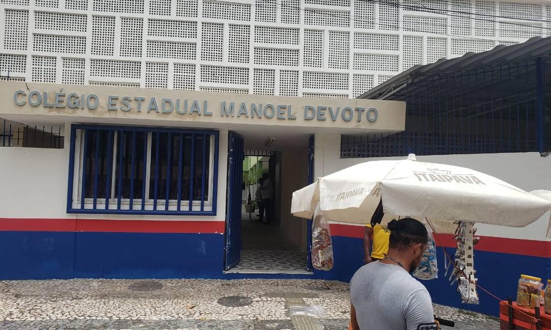 Entrada do Colégio Estadual Manoel Devoto, um dos principais locais de aplicação do Enem em Salvador, vazia após a abertura dos portões neste domingo (24) Foto: Bruno Luiz / O Globo