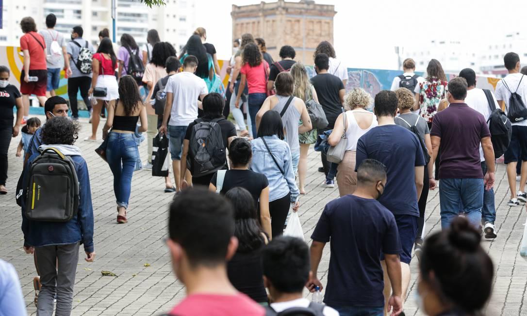 Candidatos chegam a Universidade São Judas, em São Paulo, para o segundo dia de prova do Enem Foto: Photo Premium / Agência O Globo