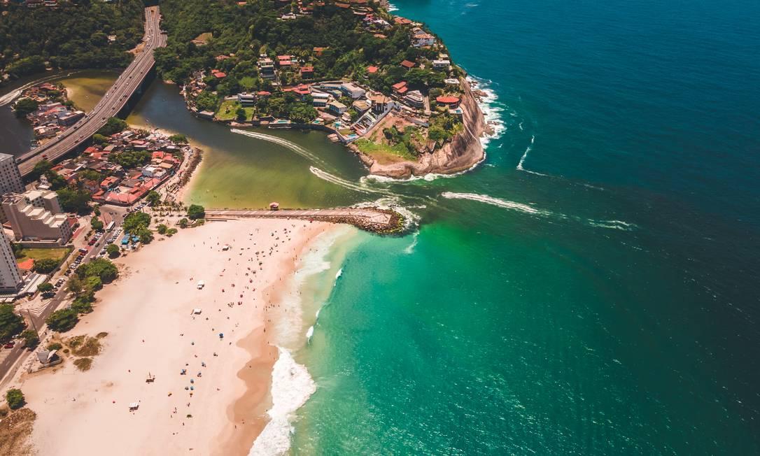 Depois da mudança da maré, água ficou escura e com cheiro ruim Foto: João Ricardo Januzzi / Divulgação