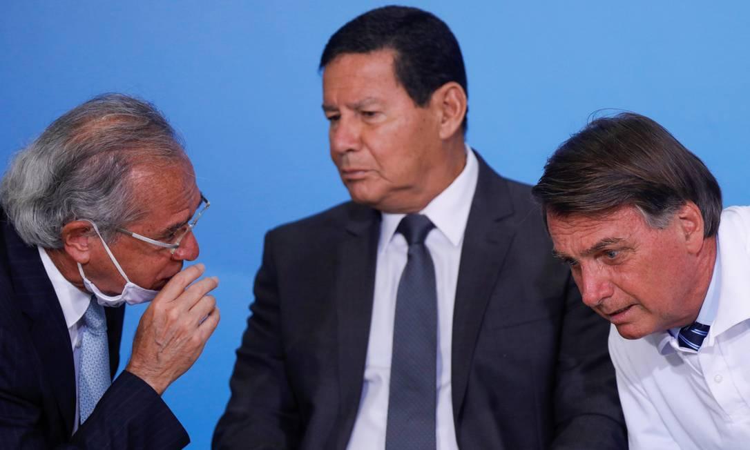 O ministro da Economia, Paulo Guedes, o presdiente Jair Bolsonaro e o vice Hamilton Mourão, em evento no Palácio do Planalto Foto: Adriano Machado / Reuters