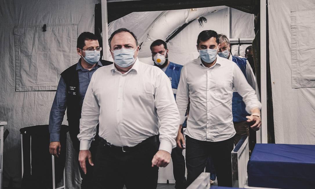 O ministro da Saúde, Eduardo Pazuello, e o governador do Amazonas, Wilson Lima, no hospital Nilton Lins Foto: Ministério da Saúde / Divulgação