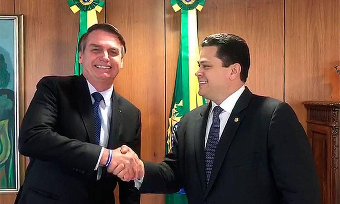 Presidente da República, Jair Bolsonaro, ao lado de Davi Alcolumbre Foto: Senado Federal