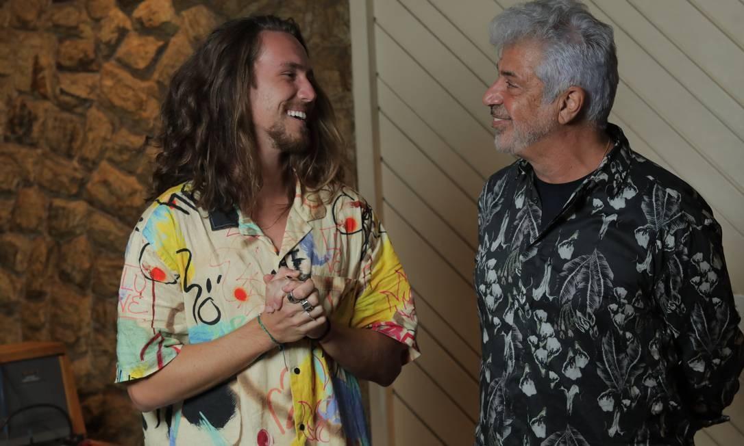 Vitor Kley e Lulu Santos no estúdio para gravação de 'A cura' Foto: Divulgação
