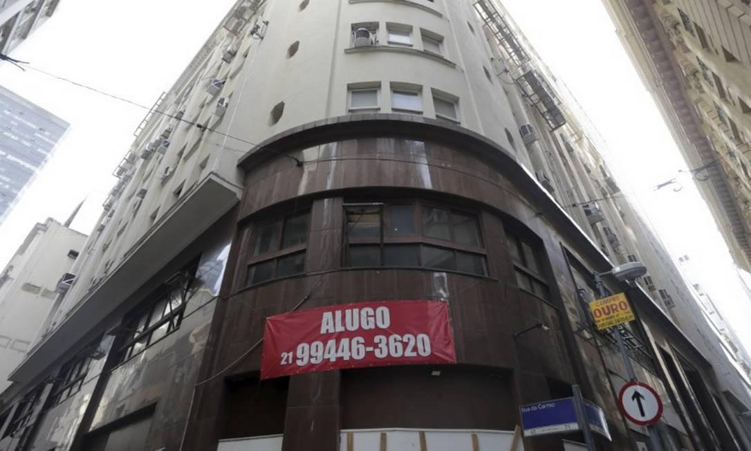 Imóvel para alugar na Rua do Ouvidor, no Centro do Rio Foto: Domingos Peixoto / Agência O Globo
