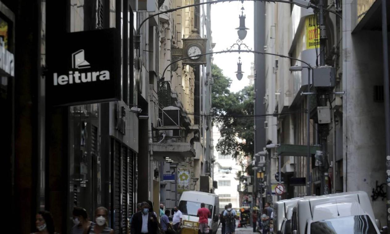 """Rua do Ouvidor, que já foi considerada """"o centro do Centro do Rio"""", hoje é um vazio Foto: Domingos Peixoto / Agência O Globo"""