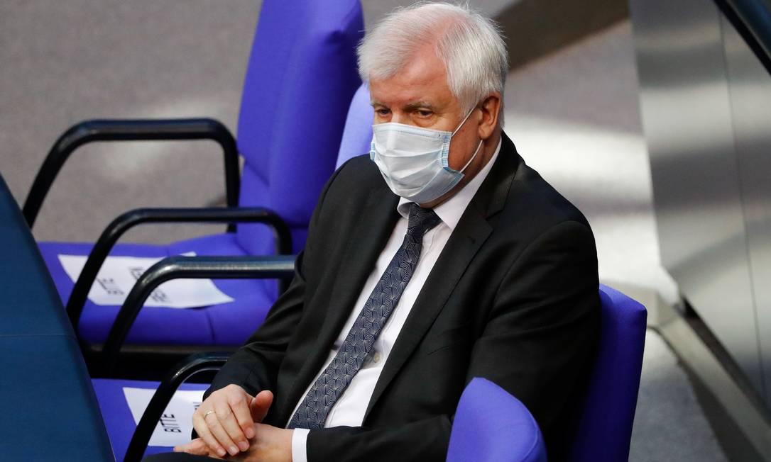 O ministro do Interior, Horst Seehofer, disse que Alemanha adotará medida independentemente de decisão conjunta da UE Foto: FABRIZIO BENSCH / REUTERS