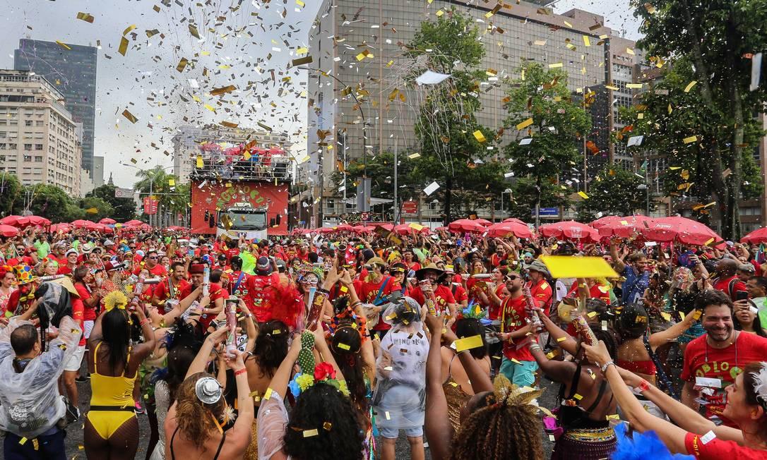 Desfile do Monobloco no carnaval passado no Centro do Rio: folião não poderá aglomerar este ano, mas não deve perder a folga Foto: Fernando Maia/1-3-2020 / Agência O Globo