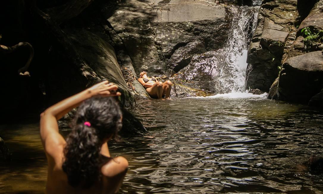 Cachoeiras são alternativas ao banho de mar Foto: Hermes de Paula / Agencia O Glob / Agência O Globo