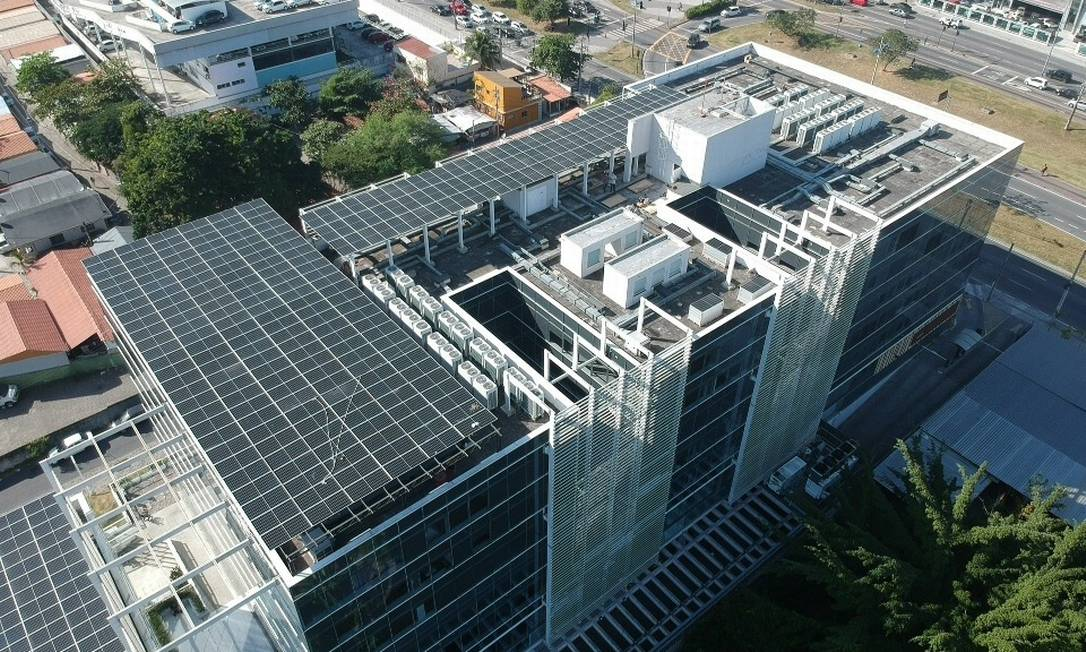 Sistema solar da Edsun instalado em um condomínio do Rio Foto: Divulgação/ Edsun / Divulgação/ Edsun