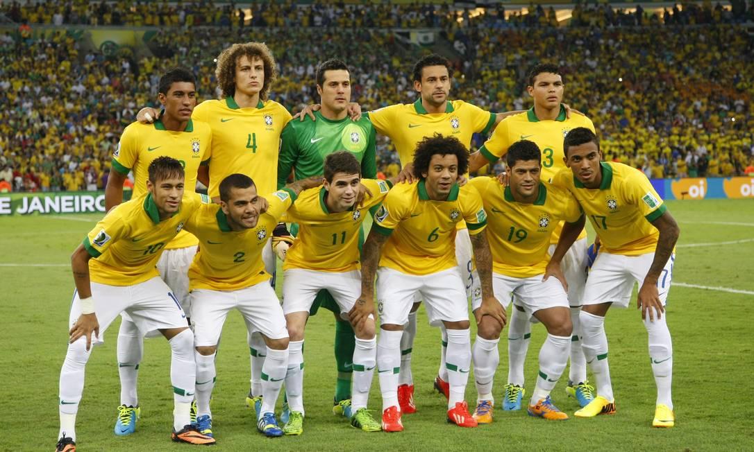 Hulk também coleciona passagens pela seleção brasileira, entre 2009 e 2016 Foto: Marcelo Carnaval