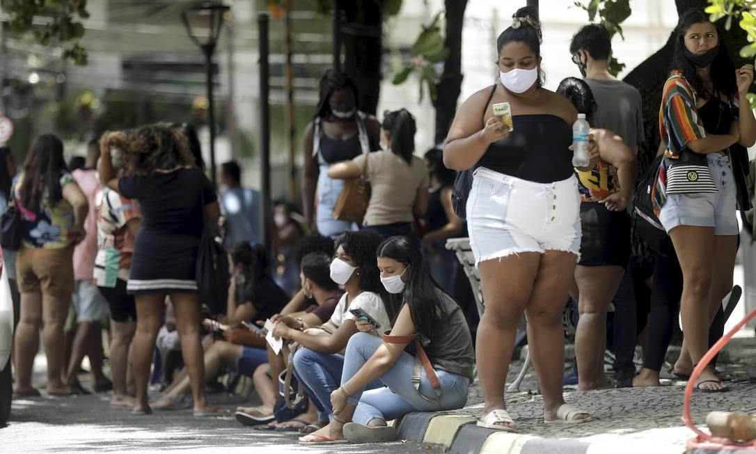 Candidatos no segundo dia da prova do Enem 2020 (analógico) na UERJ, no Rio, em 24 de janeiro. Foto: Gabriel de Paiva / Agência O Globo