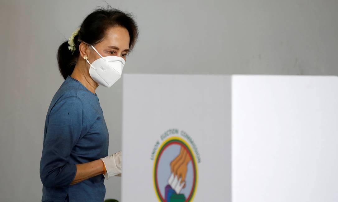 Conselheira de Estado e líder de fato de Mianmar, Aung Saan Suu Kyi vota nas eleições gerais de novembro de 2020 Foto: Thar Byaw / REUTERS