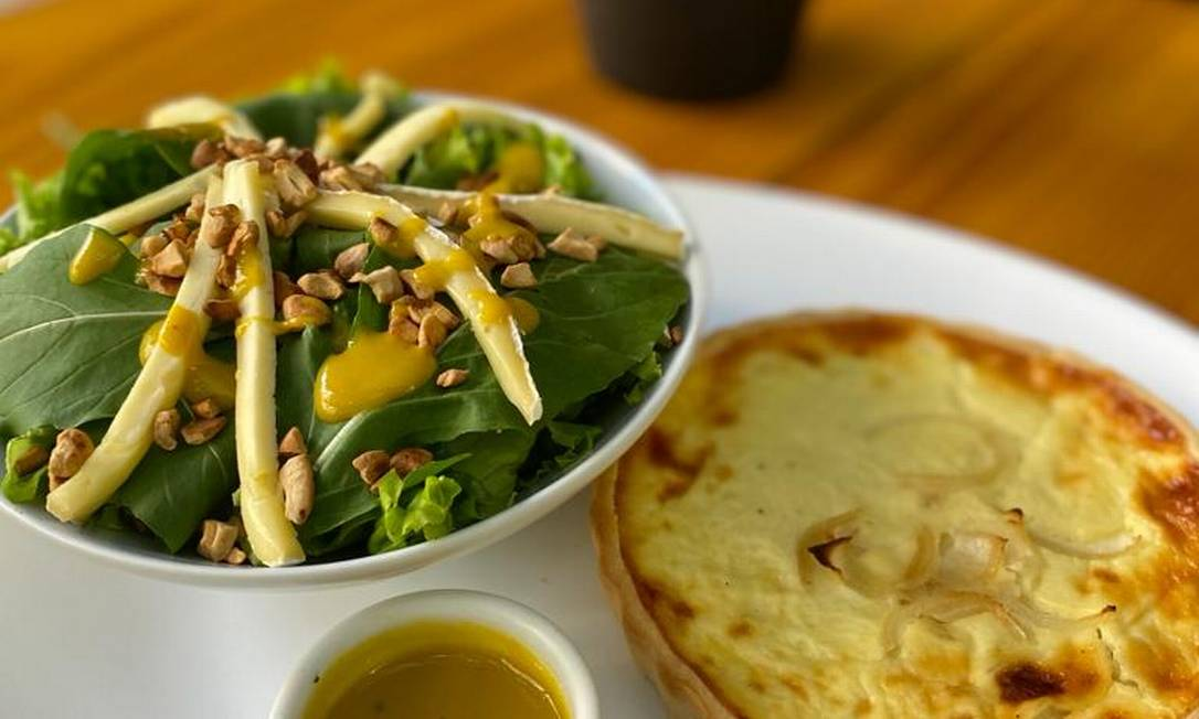 Quiche de cebola com salada Foto: Divulgação