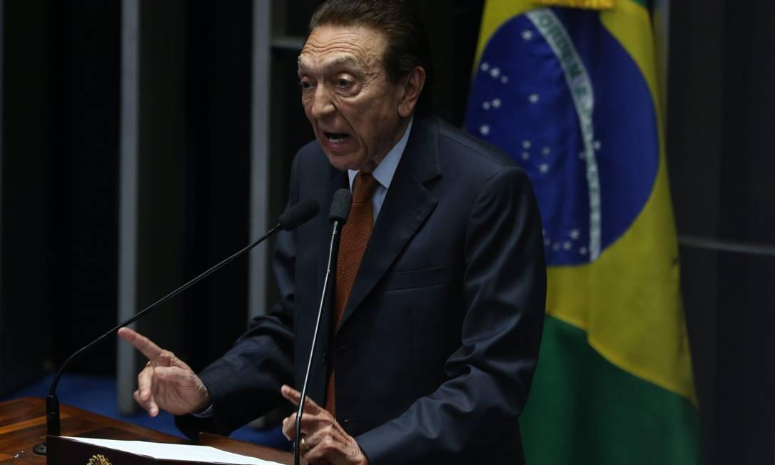 Edison Lobão (MDB-MA). Presidiu interinamente por nos dias 19 e 20 de setembro de 2001, quando pertencia ao PFL, atual DEM Foto: André Coelho / Agência O Globo - 11/05/2016