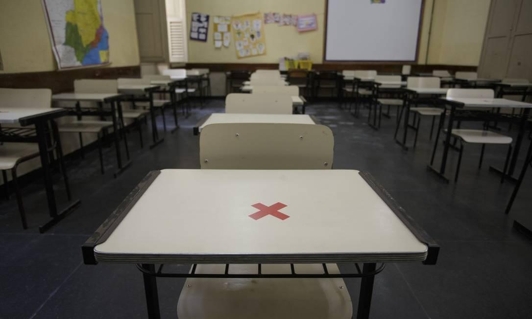 Sala de aula vazia enquanto aglomerações ocorrem em bares, praias e jogos de futebol Foto: Márcia Foletto / Agência O Globo