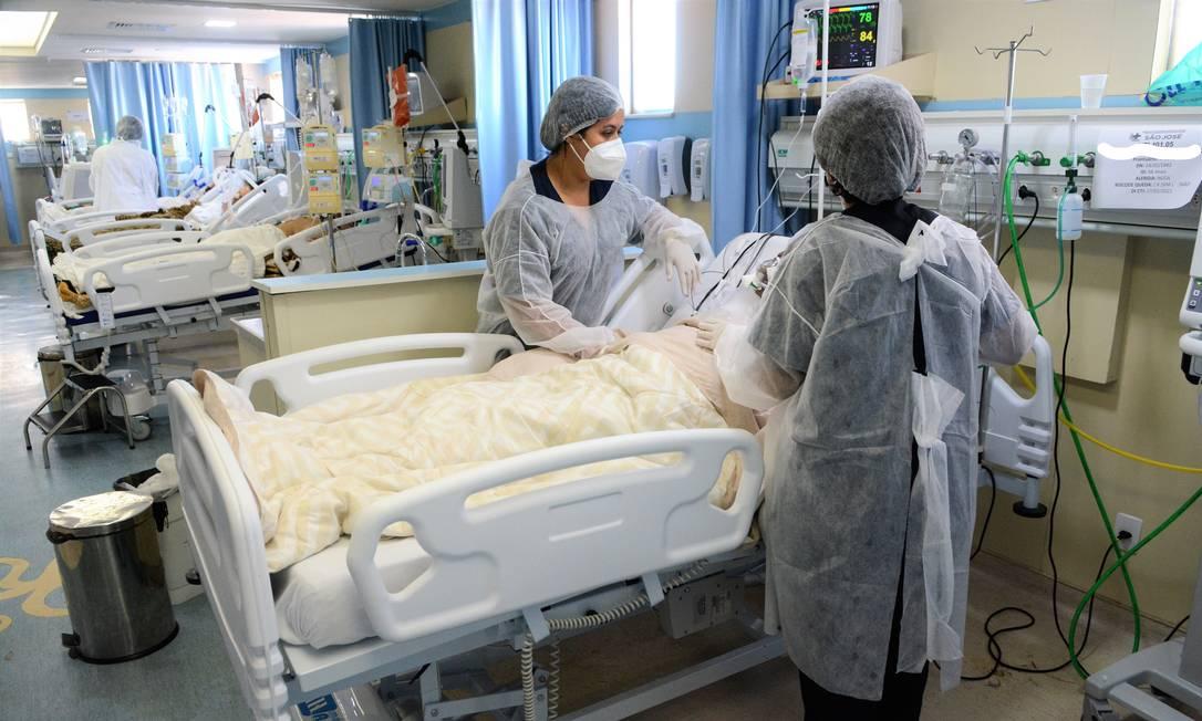 Unidade de Terapia Intensiva (UTI) no Hospital São José, referência na Covid-19, em Duque de Caxias, no Rio de Janeiro Foto: FramePhoto / Agência O Globo