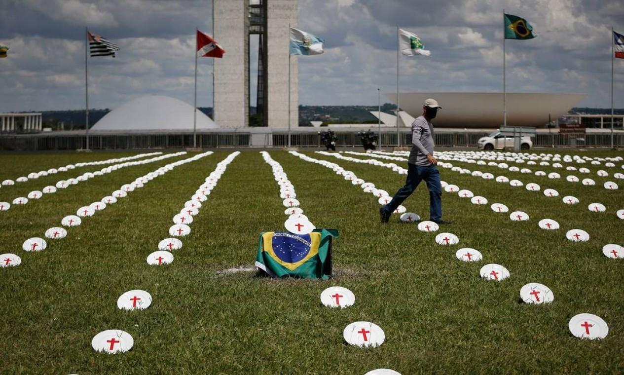 A ONG carioca Rio de Paz, filiada ao Departamento de Informação Pública da ONU, realiza ato nesta terça-feira (2), em frente ao Congresso Nacional, em Brasília Foto: PABLO JACOB / Agência O Globo