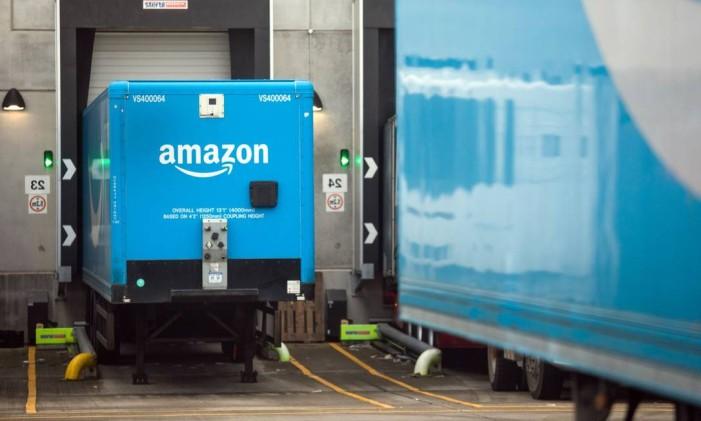 A empresa criou o Amazon Prime, programa que permite aos seus clientes comprar produtos com desconto e receber os pedido em períodos curtos Foto: Chris Ratcliffe / Bloomberg