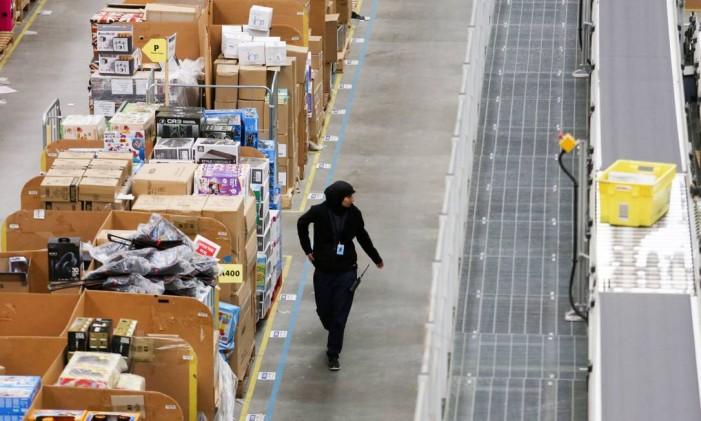 O site de compras foi pioneiro em trazer uma experiência hoje comum: o marketplace Foto: Chris Ratcliffe / Bloomberg
