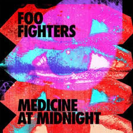 "Capa de ""Medicine at midgnight"", álbum do grupo Foo Fighters Foto: Reprodução"