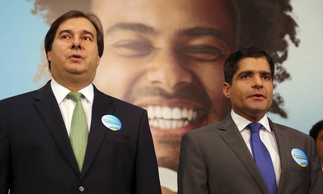 Rodrigo Maia e ACM Neto em evento do DEM. Foto: Givaldo Barbosa / Agência O Globo