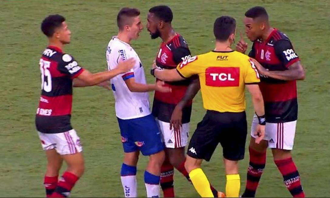 Gerson e Ramirez, Flamengo x Bahia Foto: reprodução/vídeo Foto: Agência O Globo