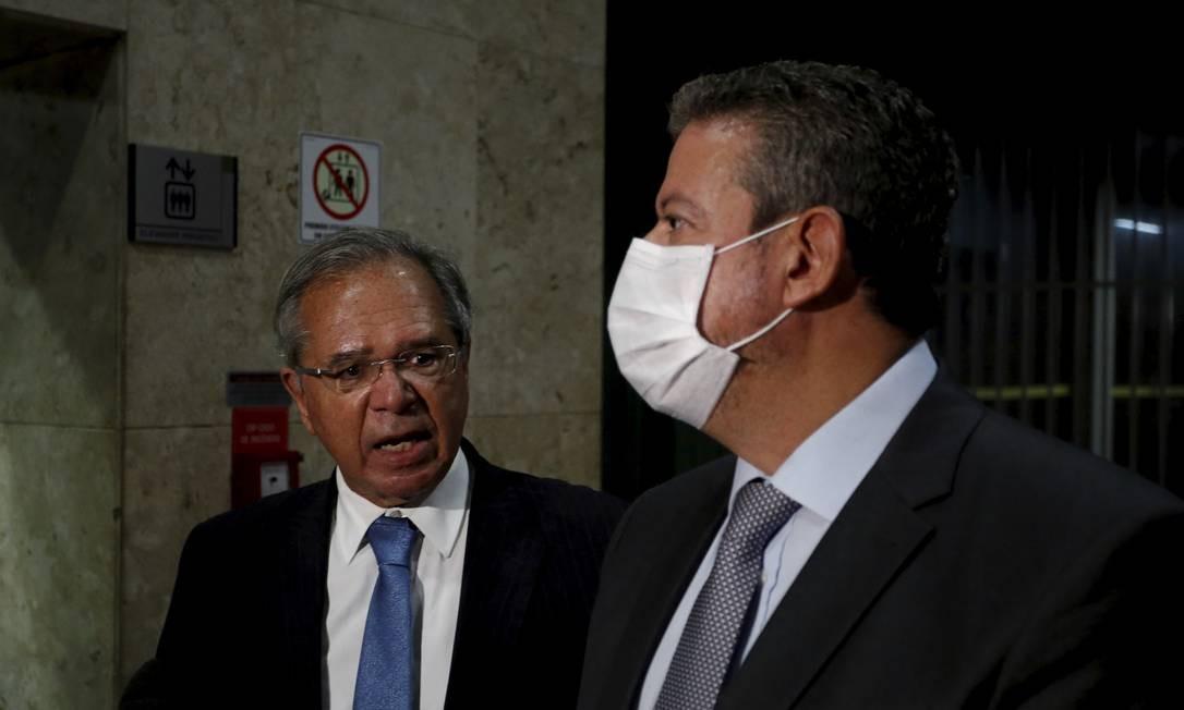 O ministro da Economia Paulo Guedes, e o presidente da Câmara, Arthur Lira, em coletiva após encontro Foto: Pablo Jacob/4-2-2021 / Agência O Globo