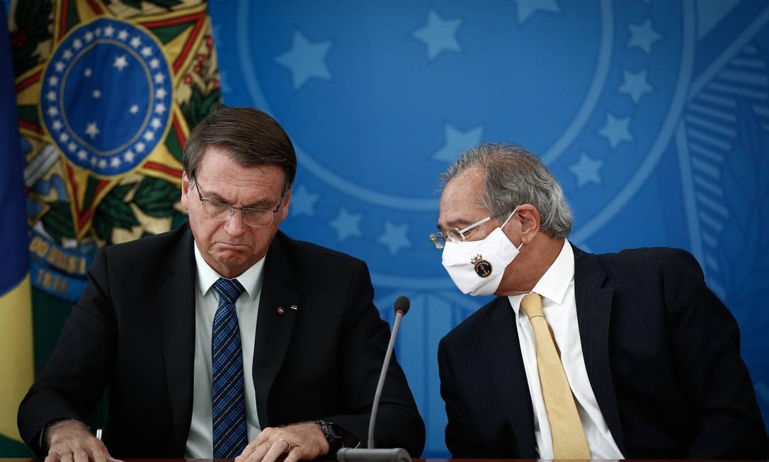 O presidente Jair Bolsonaro e o ministro da Economia, Paulo Guedes, durante pronunciamento no Palácio do Planalto Foto: Pablo Jacob/Agência O Globo