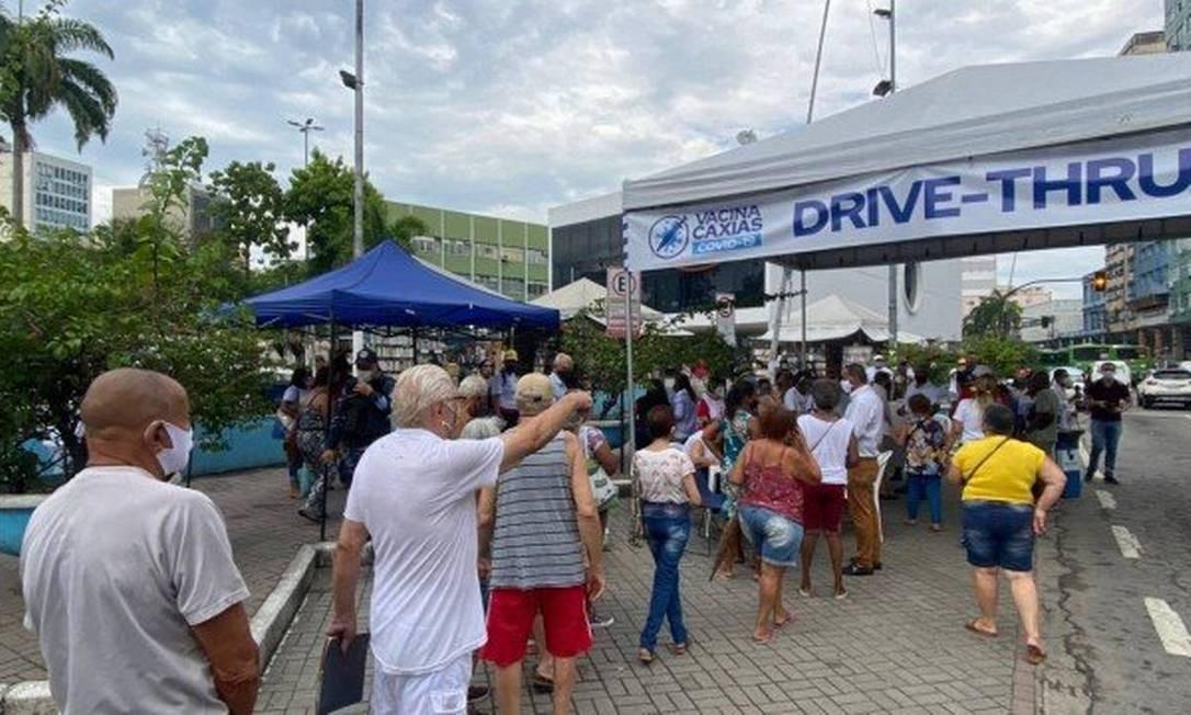 Doses acabam e idosos com mais de 80 anos não conseguem se vacinar em Duque  de Caxias - Rio - Extra Online