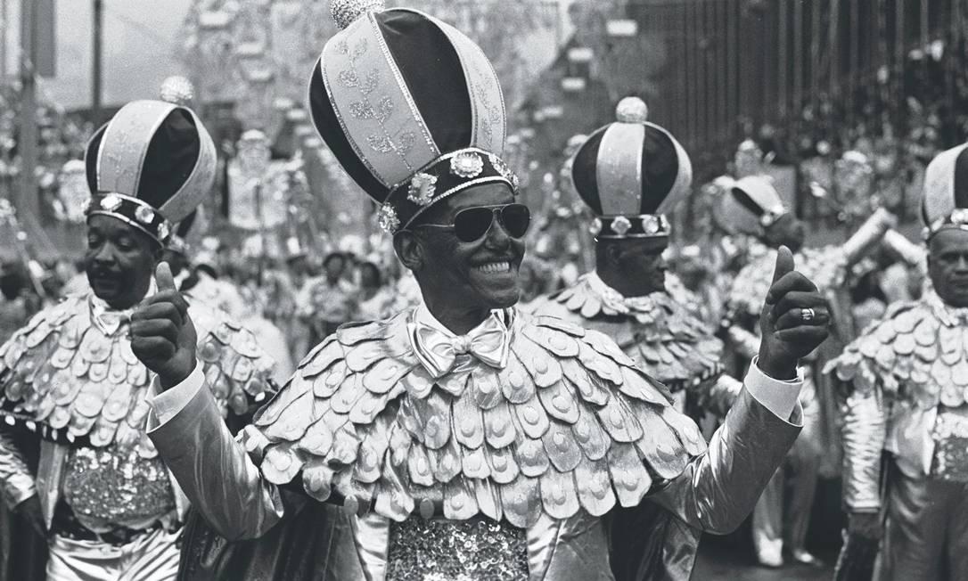 A coroação do Rei da Mangueira: Cartola desfila pela última vez em 1978 pela sua escola do coração Foto: Sebastião Marinho / Agência O Globo - 1978