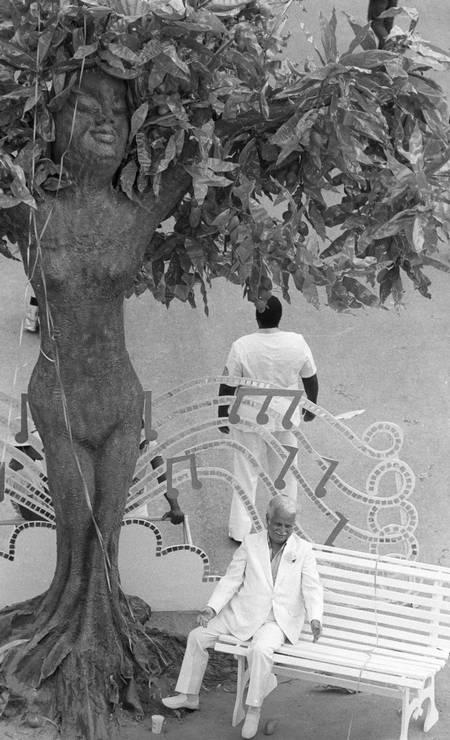 O abre-alas da Mangueira de 84 tinha Braguinha, enredo da escola: desfile supercampeão na inauguração do Sambódromo Foto: Anibal Philot / Agência O Globo - 05/03/1984