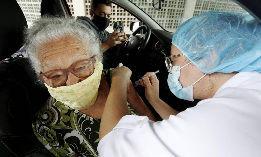 RI Rio de Janeiro (RJ) 06/02/2021 - Vacinação em Drive Thru no Parque de Madureira para idosos. Foto Fabiano Rocha / Agência O Globo Foto: FABIANO ROCHA / Agência O Globo