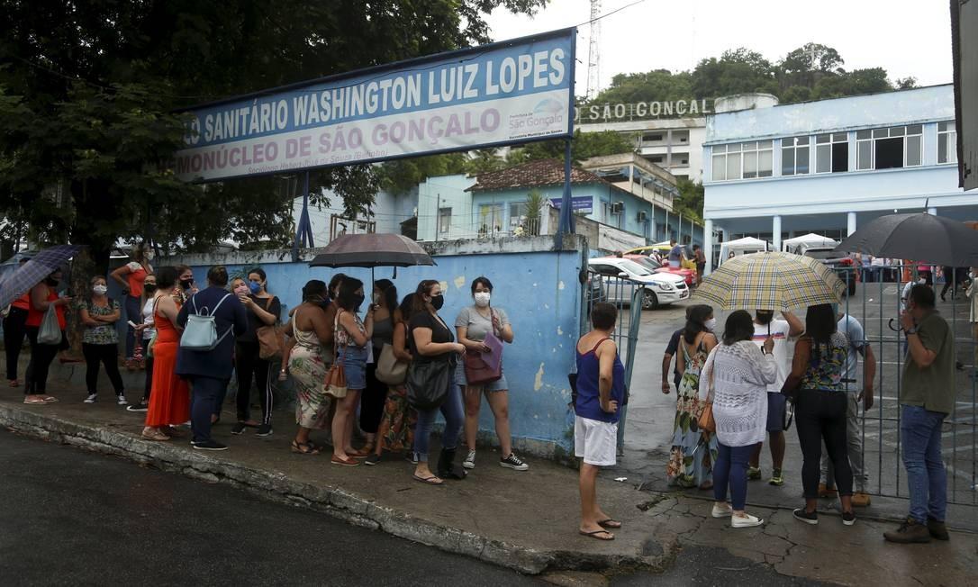 Profissionais da Saúde de outras cidades são vacinados em São Gonçalo Foto: FABIANO ROCHA / Agência O Globo