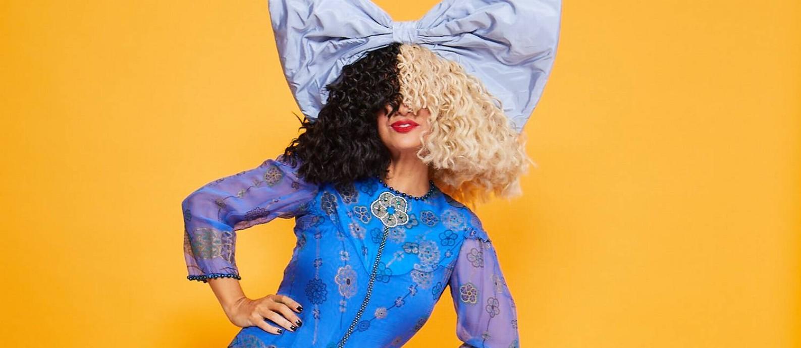 A cantora Sia, que está lançando seu primeiro filme, 'Music' Foto: Divulgação