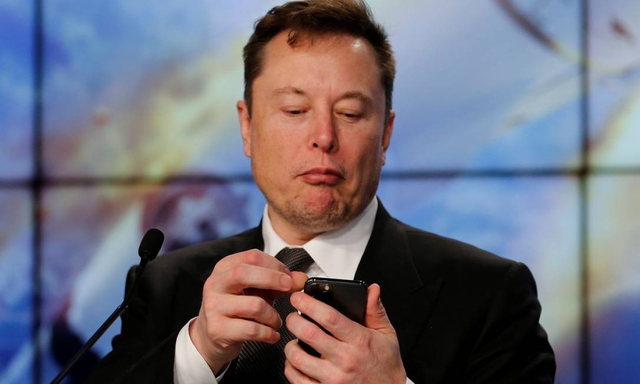 Figurões mundiais entre usuários: plataforma ganhou força no fim de janeiro, quando o bilionário Elon Musk e o presidente-executivo do aplicativo de investimentos Robinhood, Vlad Tenev, conversaram pelo aplicativo Foto: JOE SKIPPER / REUTERS