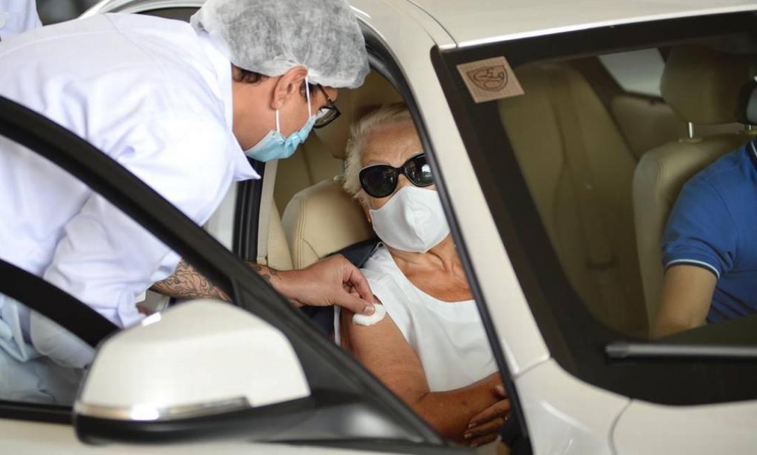 Na segunda (15), SP inicia a imunização de idosos que têm entre 85 e 89 anos Foto: Marco Ankosqui/O Globo