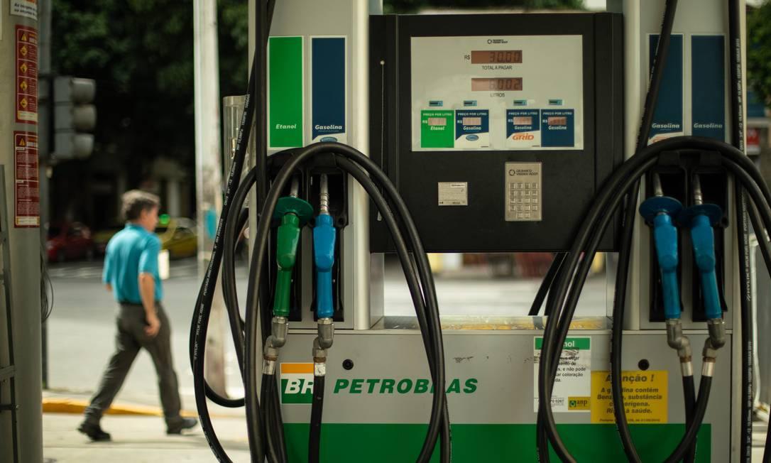 Combustível respondeu por quase metade da alta do índice no mês, de 0,25% sobre dezembro Foto: Brenno Carvalho / Agência O Globo