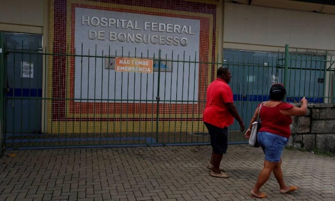 'Não temos emergência', indica cartaz no Hospital Federal de Bonsucesso Foto: Fabiano Rocha / Agência O Globo