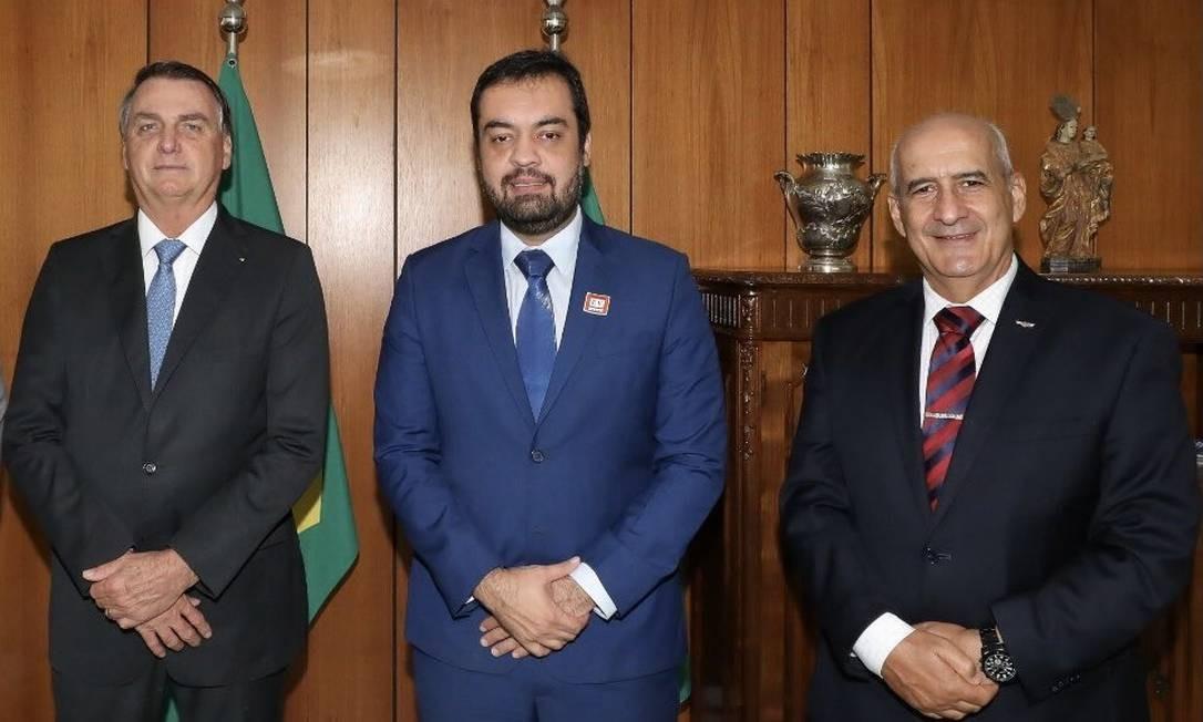 Foto publicada pelo general Luiz Eduardo Ramos, ministro de Governo, sem Flávio Bolsonaro, após reunião no Planalto Foto: Reprodução
