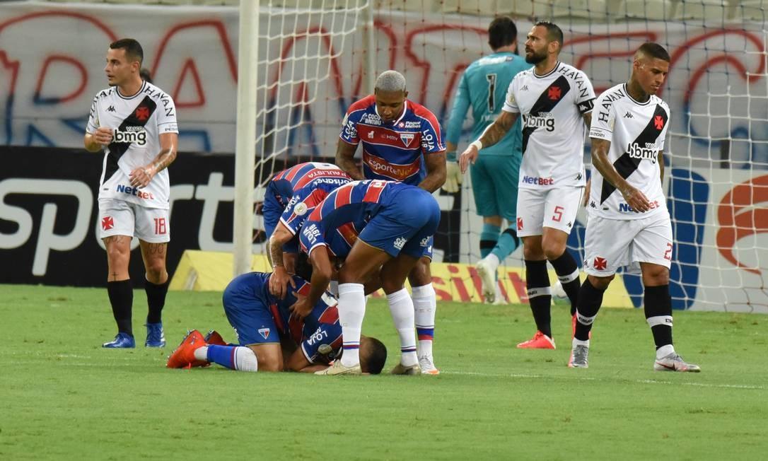 Jogadores do Fortaleza comemoram o primeiro gol na vitória sobre o Vasco Foto: FramePhoto / Agência O Globo
