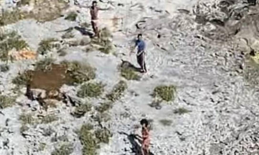 Três cubanos, dois homens e uma mulher, foram resgatados nesta semana pela Guarda Costeira dos Estados Unidos; eles sobreviveram a base de cocos e pequenos animais Foto: Reprodução