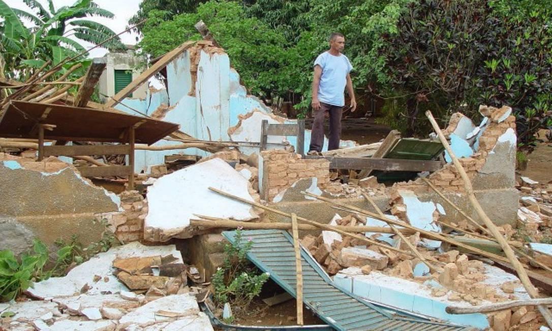 Casa destruída no terremoto de Itacarambi, Minas Gerais, em 2007 Foto: Samarone Xavier
