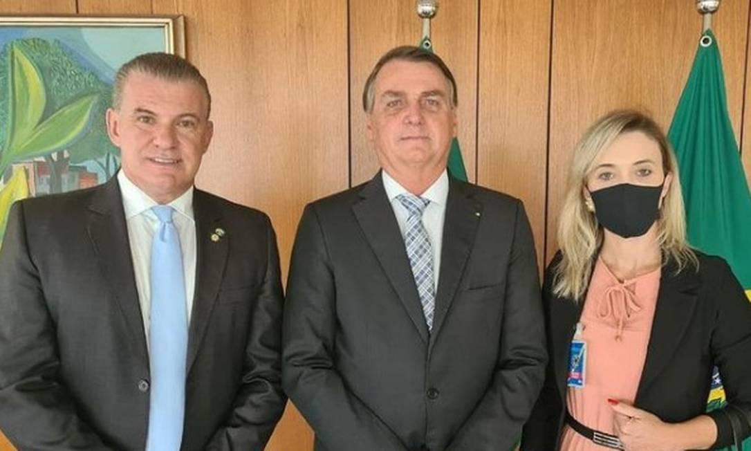 Reunião do presidente Jair Messias Bolsonaro, com Catia presa, presidente do Mulher Patriota do Paraná e Evandro Roman Foto: Reprodução