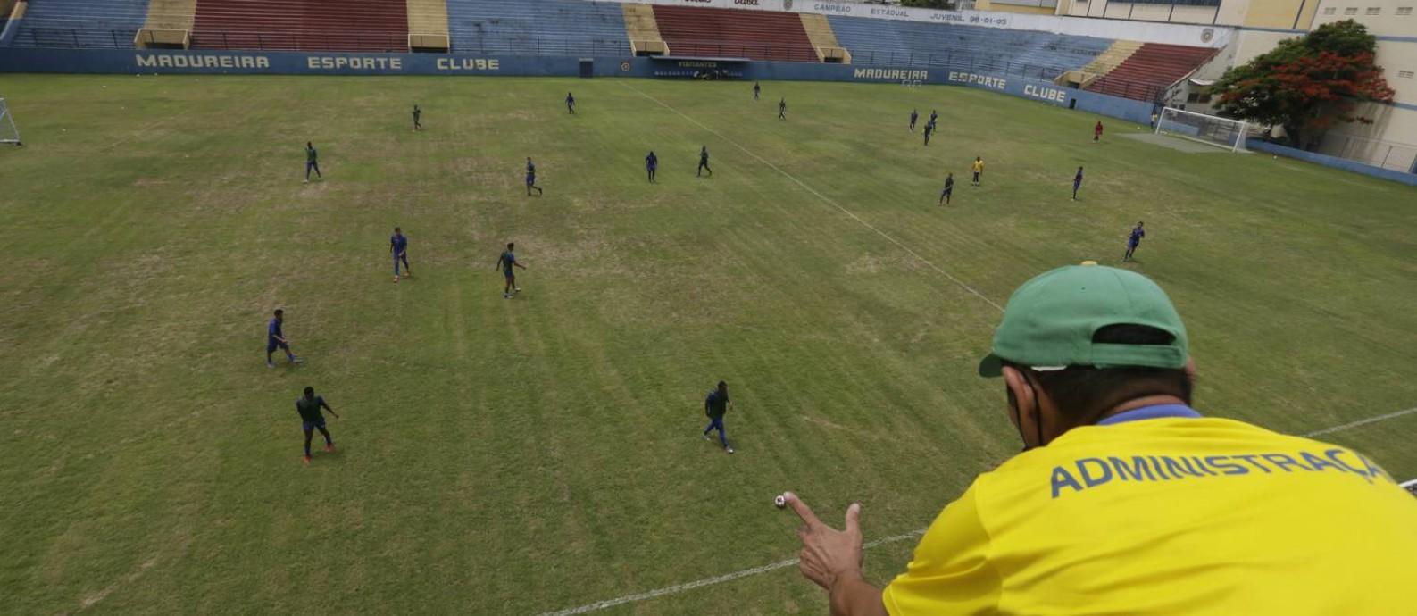 Conselheiro Galvão, do Madureira, é um dos estádios já prontos para o Estadual Foto: Custódio Coimbra / Agência O Globo