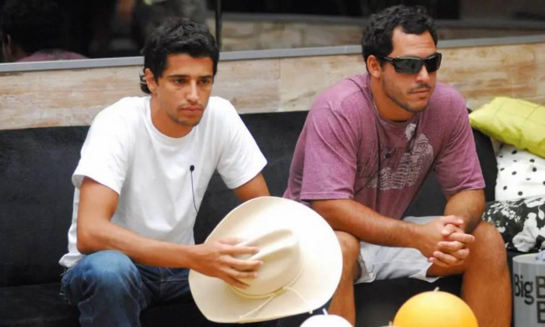 """Alberto Cowboy (à esquerda) e Felipe Cobra no BBB 7. Considerada a """"vilã"""" da edição, Patrícia era a recordista de rejeição em paredão triplo, quando enfrentou Diego e Caruso. Ela saiu com 94,24% Foto: Tv Globo"""